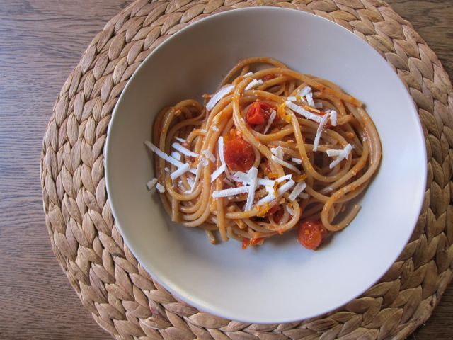 pasta with (frozen) tomatoes and orange