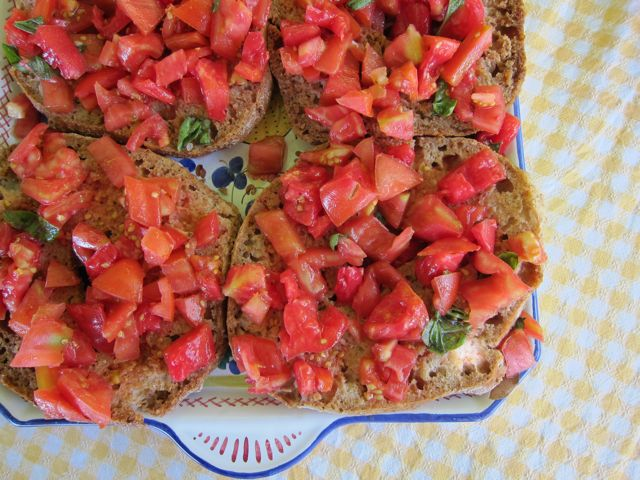 bread and tomatoes: friselle