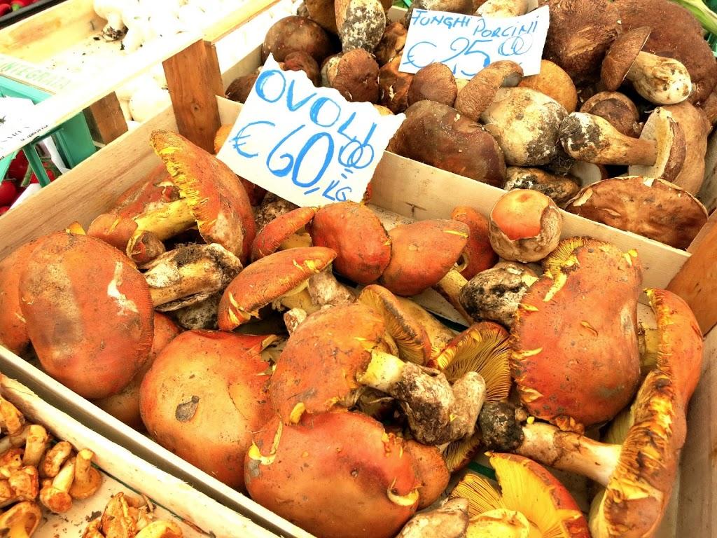 Campo de' Fiori Market, Rome www.elizabethminchilliinrome.com