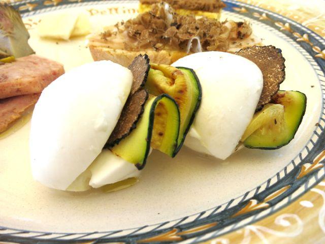 Mozzarealla with truffles and zucchini