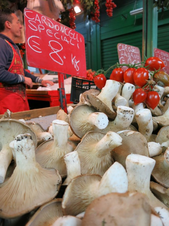 AsparaCardoncelli mushrooms in the market in Bari, Italygus in the market in Bari, Italy