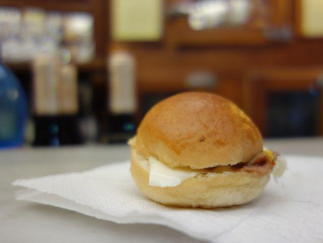 eating panini at casa del vino {florence}
