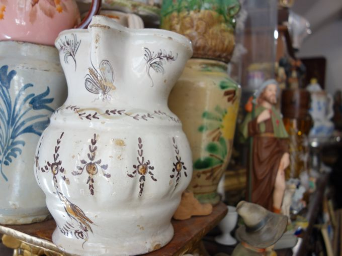 {not} buying antique ceramics in ostuni