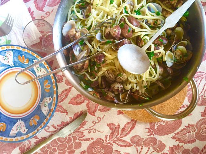spaghetti alle vongole {pasta}