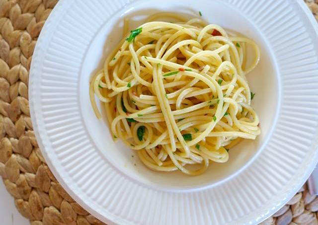 Spaghetti Aglio, Olio, Peperoncino Elizabeth Minchilli
