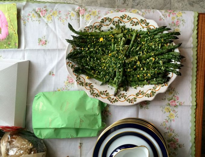 Asparagus_and_eggs_Elizabeth_Minchilli - 2