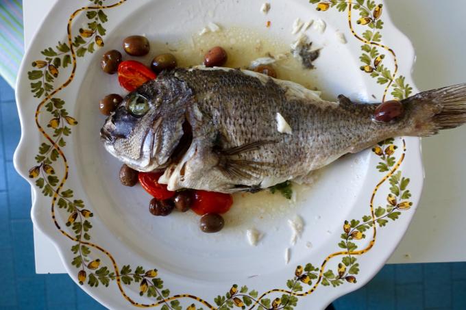 Pesce+con+olive+Elizabeth+Minchilli - 6