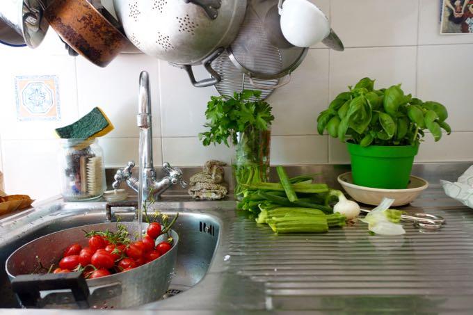 Kitchen Sink, Elizabeth MInchilli
